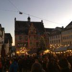 beleuchteter Marktplatz
