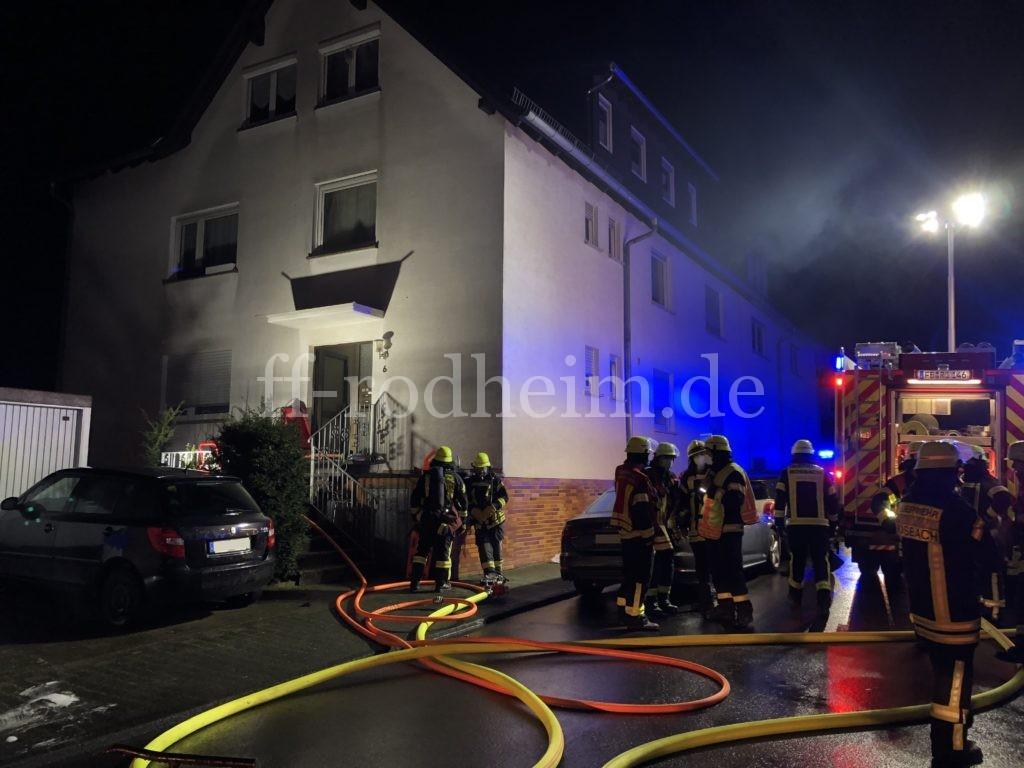 F 2 Y – Gebäudebrand mit Menschenleben in Gefahr